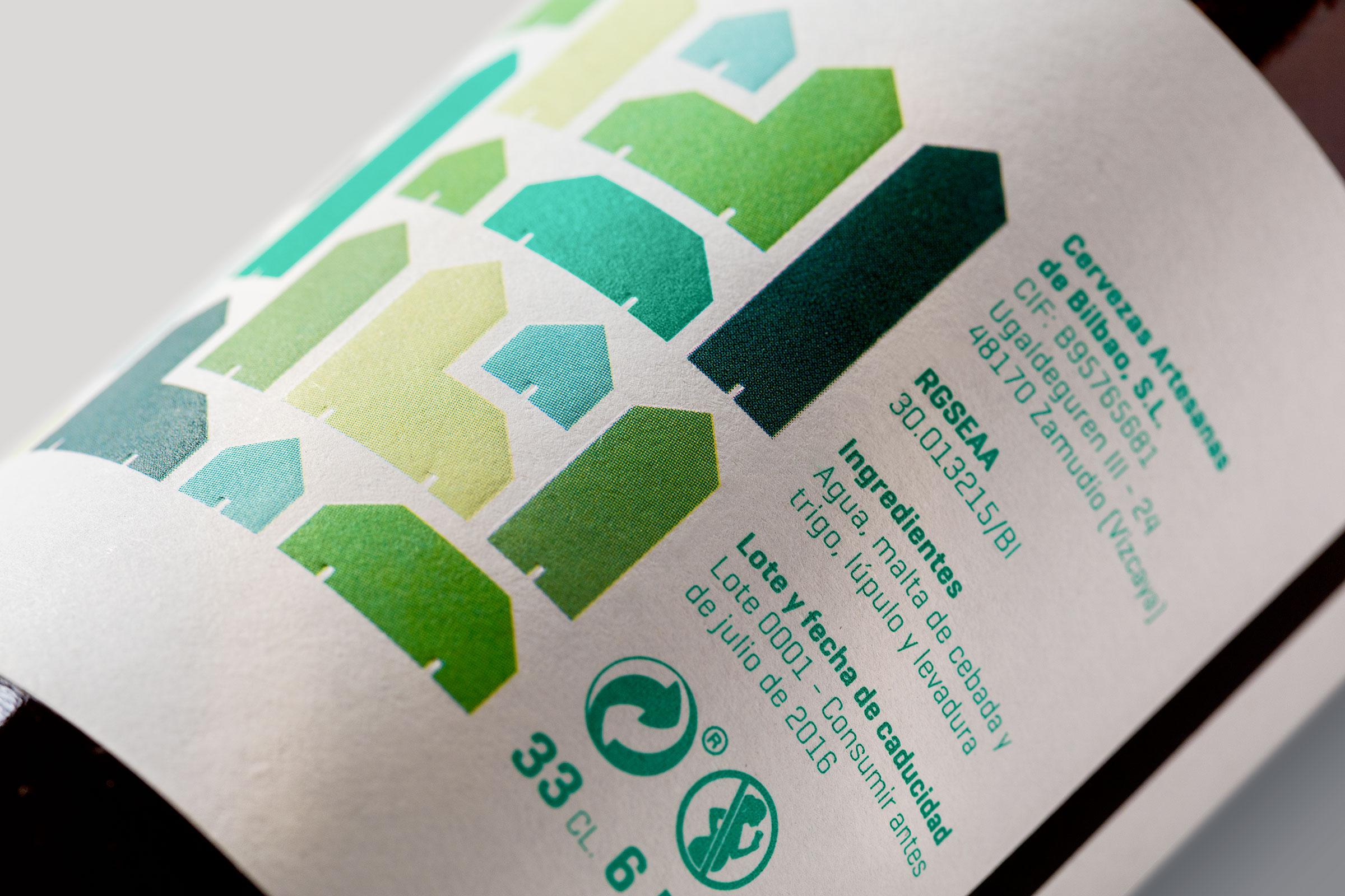 Fragmento de la etiqueta verde de Urbanbeer